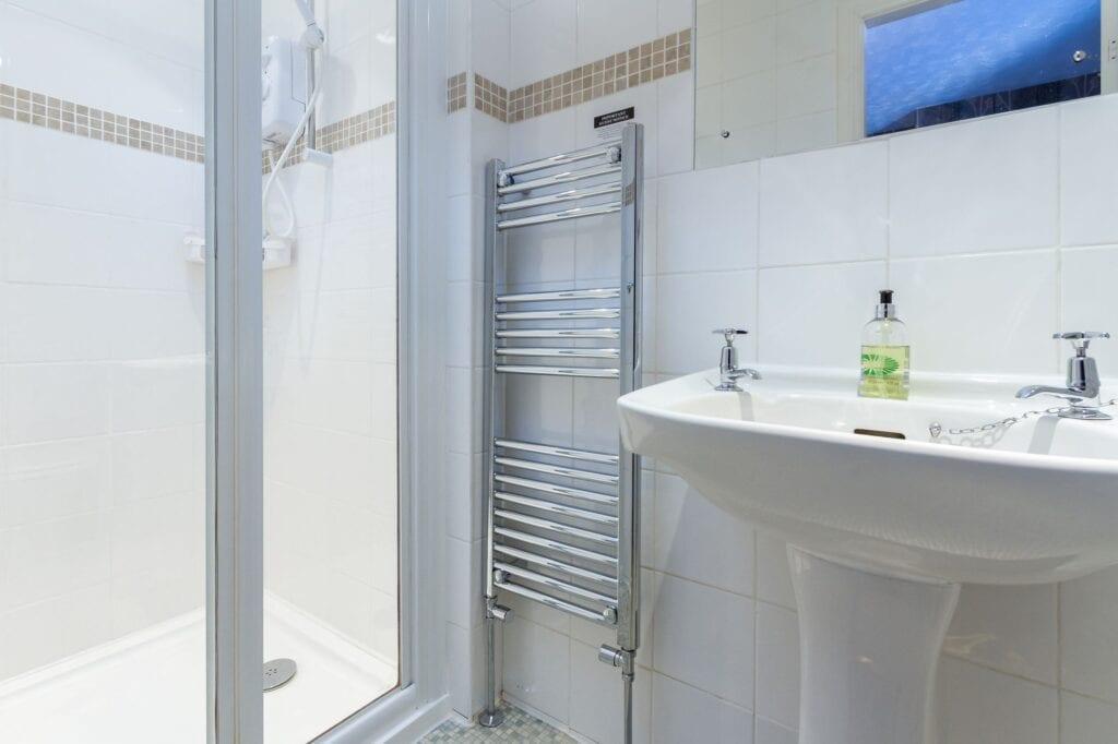 elim-guest-house-windermere-room-2-en-suite-bathroom