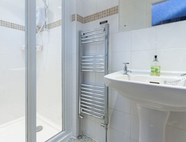 elim-guest-house-windermere-room-2-en-suite-bathroom