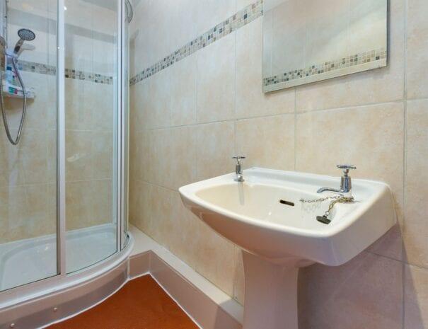elim-guest-house-windermere-room-4-shower-room