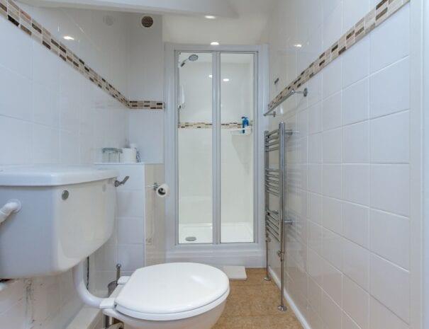 elim-guest-house-windermere-room-5-double-bedroom-with-en-suite-bathroom (2)