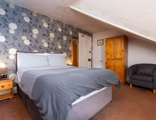 elim-guest-house-windermere-room-5-double-bedroom-with-en-suite-bathroom (3)