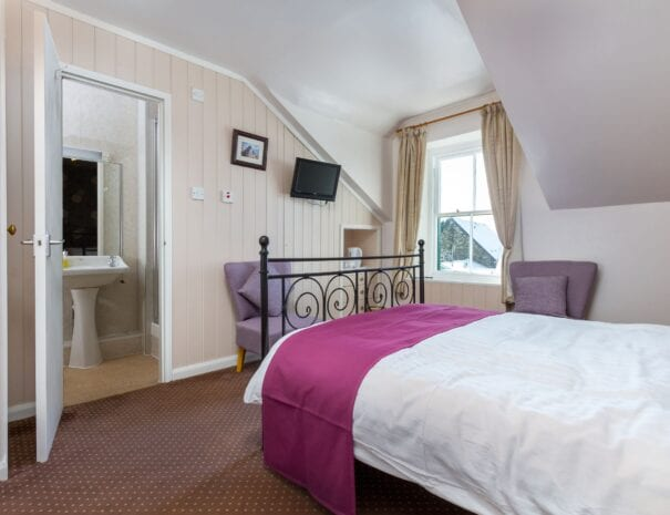 elim-guest-house-windermere-room-6-double-bedroom-with-en-suite-bathroom (2)