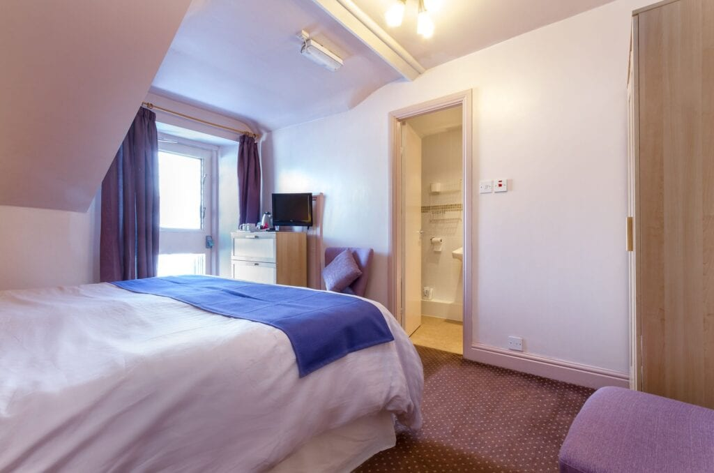 elim-guest-house-windermere-room-7-super-king-bedroom-with-en-suite-bathroom
