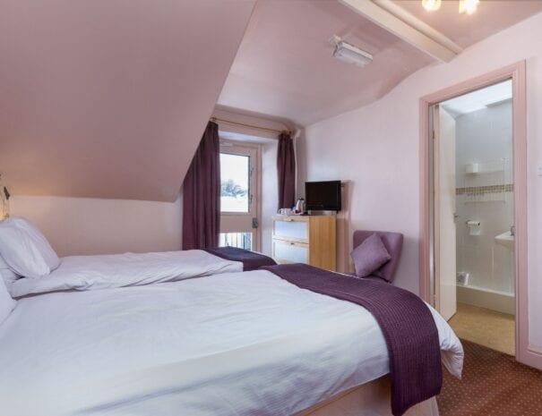 elim-guest-house-windermere-room-7-super-king-bedroom-with-en-suite-bathroom (2)