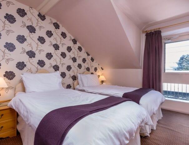 elim-guest-house-windermere-room-7-super-king-bedroom-with-en-suite-bathroom (5)