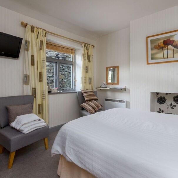 elim-guest-house-windermere-room-8-standard-double-bedroom-with-en-suite-bathroom